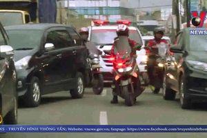 Đội motor 'giải cứu' xe cứu thương ở Indonesia
