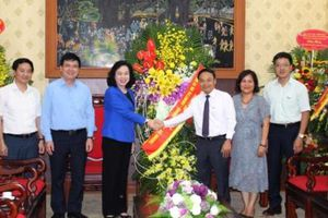 Phó Bí thư Thường trực Thành ủy Ngô Thị Thanh Hằng thăm, chúc mừng báo Nhân dân
