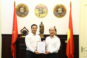 Thứ trưởng Nguyễn Văn Công trao Quyết định bổ nhiệm Phó Chánh Văn phòng Bộ Giao thông vận tải