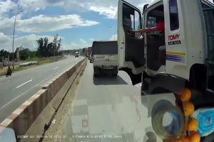 Tài xế xe tải bất ngờ chặn đầu ô tô, cầm cờ lê lao tới xử đối thủ