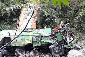 Xe bus chở quá tải đâm xuống vực, 44 người thiệt mạng