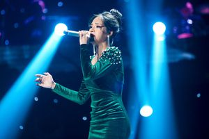 Thần tượng bolero: Quang Lê say đắm trước giọng ca của 'Hoa hậu bolero'