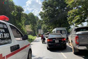 Xe container gặp sự cố, quốc lộ 4D đi Sa Pa bị ùn tắc kéo dài