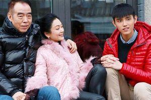 Vợ chồng đạo diễn Trần Khải Ca - Trần Hồng lộ ảnh thời trẻ, bảo sao mà con cái đẹp trai như vậy