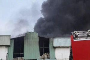 Bình Dương: Cháy lớn nhà xưởng nghìn mét vuông tại KCN Sóng Thần 2