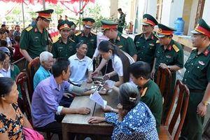 Tổng cục Hậu cần khám chữa bệnh, tặng quà tại Hà Tĩnh