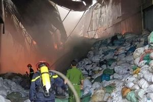 Bình Dương: Cháy nhà xưởng tại khu công nghiệp Sóng Thần 2