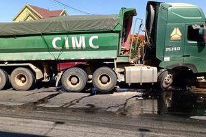 Tai nạn liên hoàn trên quốc lộ 1A giao thông ùn tắc nghiêm trọng