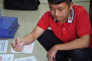 Hà Nội: Phá đường dây buôn bán thiết bị gian lận thi cử siêu nhỏ trước kỳ thi THPT