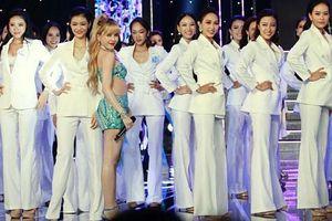 Diện trang phục bốc lửa, Thiều Bảo Trâm tự tin khoe body cực chuẩn khi đứng cạnh dàn thí sinh Hoa hậu
