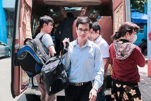 Hàng ngàn giảng viên 'khăn gói' lên đường làm giám thị