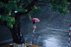 Tháng sáu trời mưa