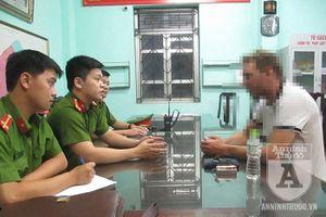 Hà Nội: Giải cứu 1 người đàn ông ngoại quốc định nhảy cầu Vĩnh Tuy tự tử vì buồn chuyện gia đình