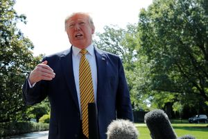 Tổng thống Trump nói hành động quân sự nhằm vào Iran 'vẫn còn nằm trên bàn'