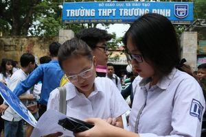Hà Nội bất ngờ hạ điểm chuẩn lớp 10 trường top đầu tới... 10 điểm
