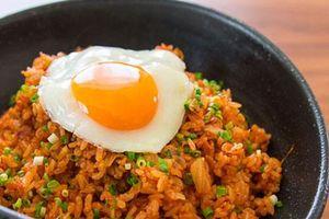 Hướng dẫn cách làm cơm kim chi Hàn Quốc nhanh gọn cho người bận rộn