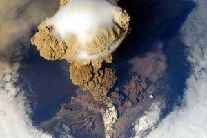 Núi lửa phun trào ở quần đảo Kuril gây ảnh hưởng tới hàng không