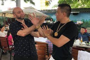 Võ sư 'tai tiếng' Flores bất ngờ tới Việt Nam nhưng toan tính bất thành