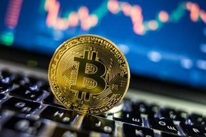 Bitcoin vượt mốc 10.000 USD sau 15 tháng