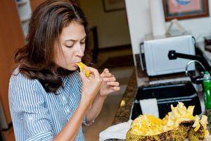 Người nước ngoài phản ứng thế nào khi lần đầu ăn mít?