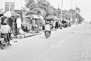 Giải quyết dứt điểm tình trạng chợ tự phát lấn chiếm quốc lộ tại Quảng Ngãi