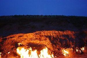 'Hỏa Diệm Sơn' cháy suốt 4.000 năm, mưa lớn cũng không thể dập tắt