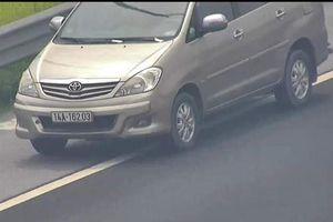 Tước bằng 2 tháng nữ tài xế lái ôtô đi lùi trên cao tốc