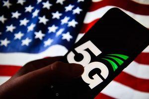 Căng thẳng thương mại leo thang, ông Trump cân nhắc áp đặt thêm quy định đối với các thiết bị 5G