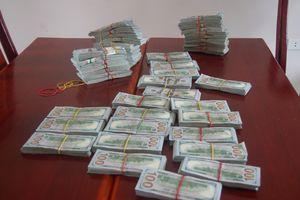 BĐBP An Giang: Bắt vụ vận chuyển 470.000 USD