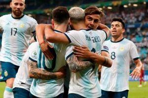 Thắng nhẹ Qatar, Argentina góp mặt tại tứ kết