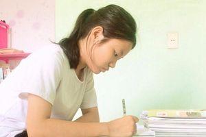Nghị lực mùa thi: Ước mơ đến giảng đường của nữ sinh mồ côi mẹ