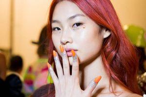Người mẫu Hàn Quốc tóc đỏ gây ấn tượng 4 tuần lễ thời trang lớn
