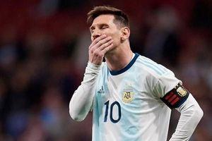 Cận cảnh pha sút bóng lên trời khó tin của Lionel Messi