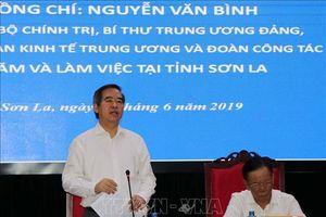 Đồng chí Nguyễn Văn Bình thăm, làm việc tại Sơn La