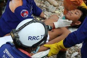 Sập tòa nhà ở Campuchia: Tìm thấy hai người còn sống trong đống đổ nát