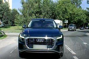 Nữ tài xế mất tập trung, để xe Audi Q8 trôi tự do, tông vào đuôi xe khác