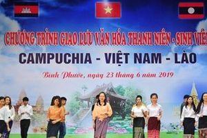Sinh viên Việt Nam – Lào – Campuchia cùng giao lưu văn hóa