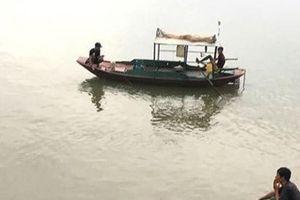 Hải Dương: Lật thuyền đánh cá, hai bà cháu mất tích
