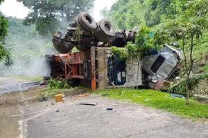 Điện Biên: Mất phanh, xe đầu kéo lao xuống vực hơn 60m
