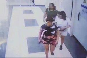 Vụ hai người phụ nữ 'tiểu bậy' trong thang máy chung cư: Xử phạt chủ hộ 2 triệu có đúng luật?