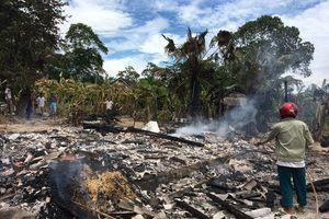 Ngôi nhà bốc cháy ngùn ngụt, con trai may mắn cứu được mẹ già 93 tuổi