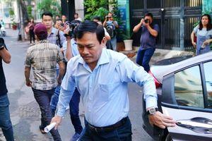 Bị cáo Nguyễn Hữu Linh đến tòa trước giờ xét xử tội dâm ô