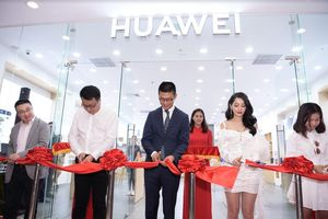 Khai trương cửa hàng trải nghiệm tại TP.HCM, Huawei tiếp lửa tín đồ công nghệ Việt