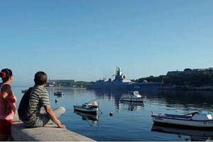 Tàu khu trục mang tên lửa hành trình của Nga thăm Cuba