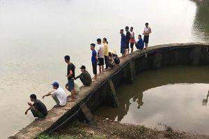 Tìm thấy thi thể hai bà cháu bị lật thuyền mất tích trên sông