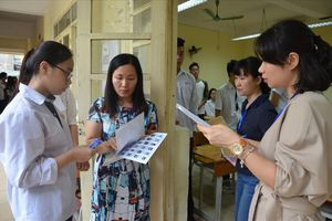 Phú Thọ: Thí sinh đem điện thoại vào phòng thi, 2 giám thị bị đình chỉ
