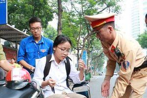Hà Nội: Tai nạn trước ngày thi, nữ sinh ngồi xe lăn dự thi THPT Quốc gia 2019
