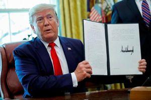 Ông Donald Trump chính thức phát lệnh trừng phạt với nhà lãnh đạo tối cao Iran Ali Khamenei