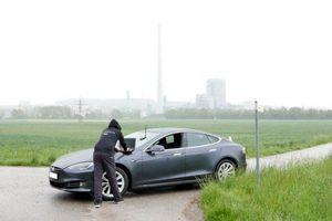 Xe tự lái Tesla dễ bị tấn công qua máy thu Tesla GNSS (GPS)