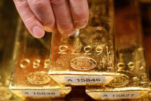 Vàng tăng trên mức 1.400 USD/ounce, thế giới đua nhau 'săn vàng'